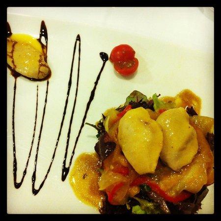 Ansoleaga33: Pechugas de codorniz en escabeche con verduras en ensalada. Muy sabroso.