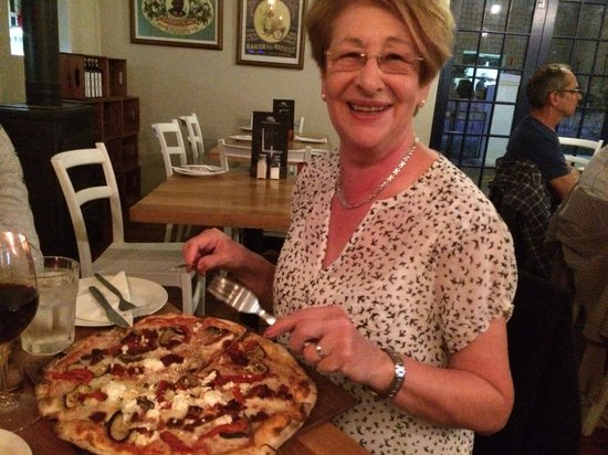 The Stall Cafe: Pizza going down treat with Mum in law