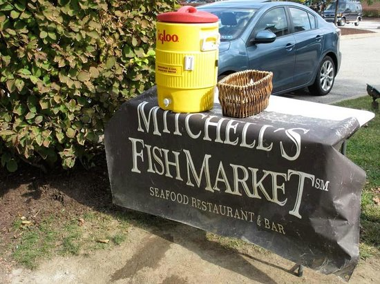 Mitchell's Fish Market - Homestead: Trailside water offered complementary by Mitchell's.