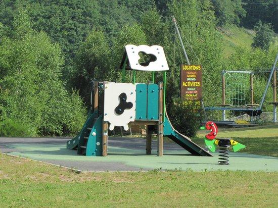 Camping Les Tours: Aire de Jeux Enafnts (1 Jeux...que de Choix !!)