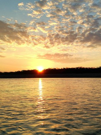 Tambopata Research Center : Sunrise on the Tambopata River