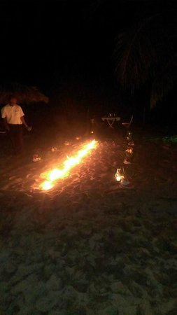 Belizean Dreams Resort: Fire trail for us to walk down the night of our romantic dinner