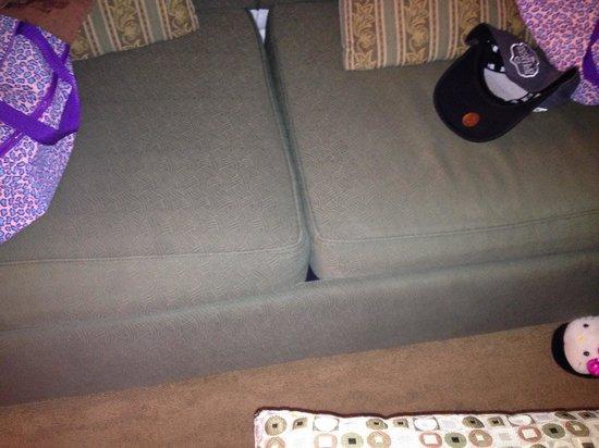 Horizon at 77th: worn down furniture