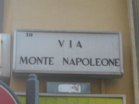 Via Monte Napoleone : VIA