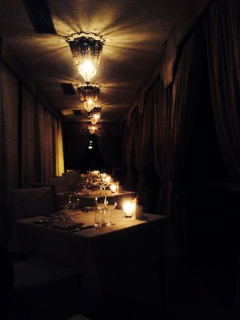 Kasbah Tamadot : Restaurant at night