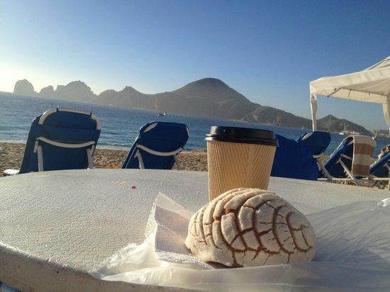 Pueblo Bonito Los Cabos : perfect beach morning with latte & great view