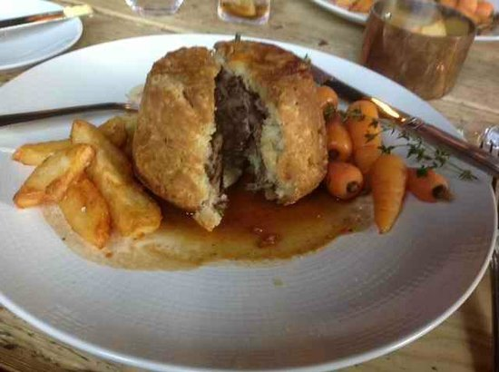White Horse: Beef suet pie and beef dripping chips
