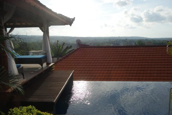 Jimbaran Cliffs Private Hotel & Spa: view from swimming pool - the hut below cuts the view