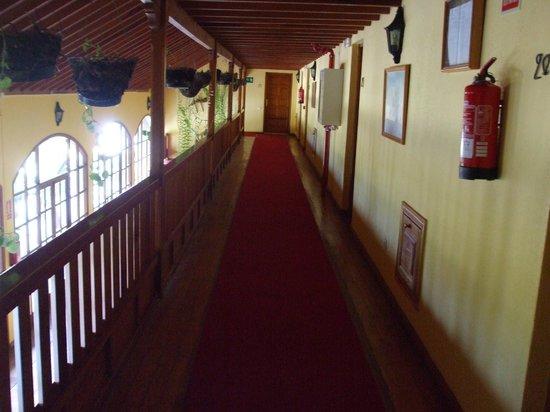 Hotel La Palma Romantica: New hotel floor hallway