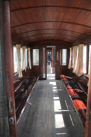 Dalat Railway Station: интерьер вагона