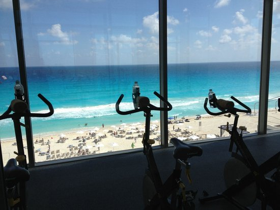 Secrets The Vine Cancun: Best workout view!