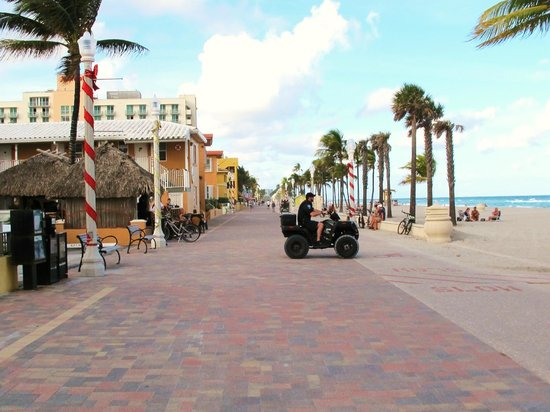 Hollywood Beach Marriott: Broadwalk