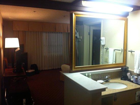 Holiday Inn Express Solvang: Wash basin area