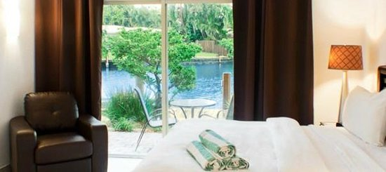 The Cabanas Guesthouse & Spa: Waterfront king size room with panoramic view of Fort Lauderdale's world famous waterways.