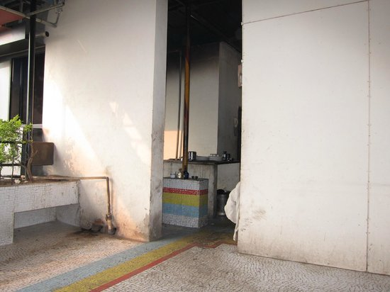 Hotel Osheen Palace Udaipur: This believe it or not is the kitchen!!