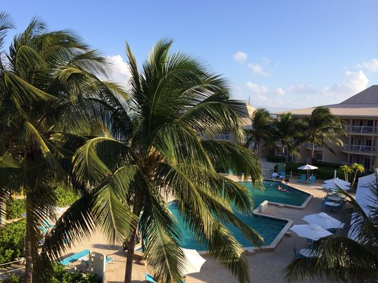 Holiday Inn Resort Grand Cayman : View over the pool from the third floor (the highest there is)