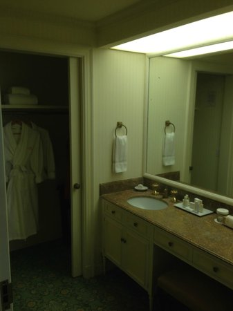 Charmant The Westgate Hotel: Washroom And Closet