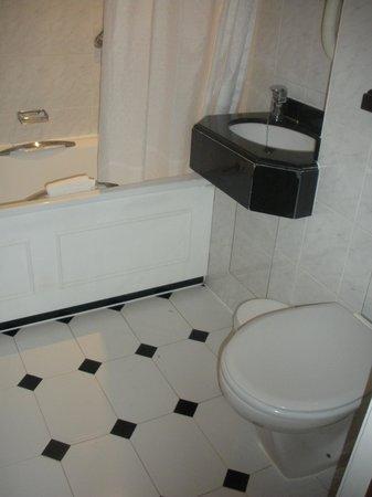 Lancaster Gate Hotel : room 141 bagno