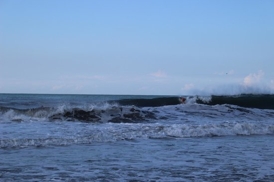 Puerto Sandino Surf Resort: Pistols right