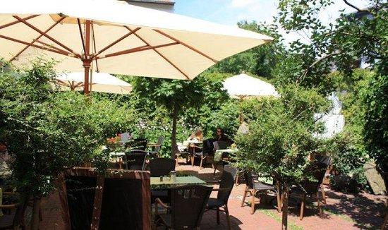 Himmel Cafe-Pension: schöner Garten