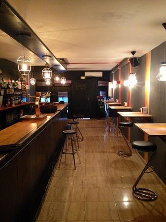 Una Mas Bar : una más bar