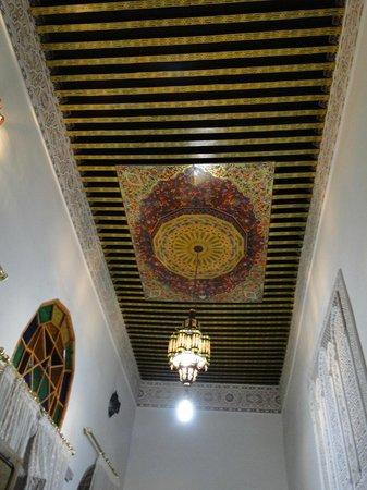 Riad Sara: Techo de habitación