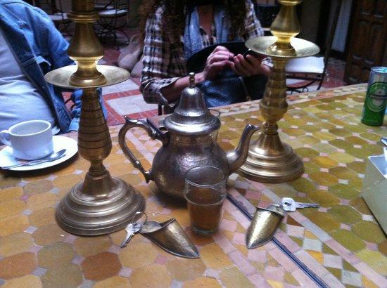 Riad Aladdin : el te muy rico y los llaveros muy chulos