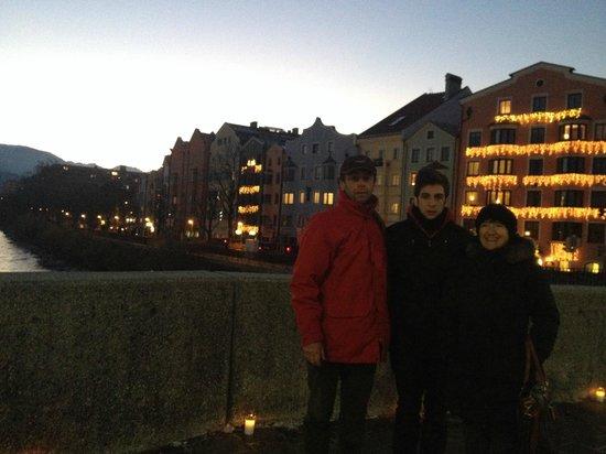 Hotel Mondschein: Hotel alle nostre spalle con le luminarie