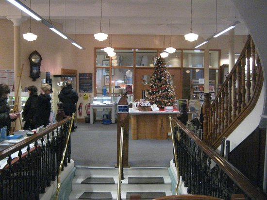 Linen Hall Library: Stairs