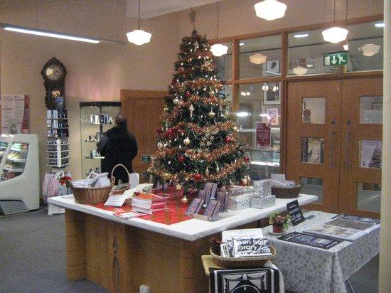 Linen Hall Library: Tree