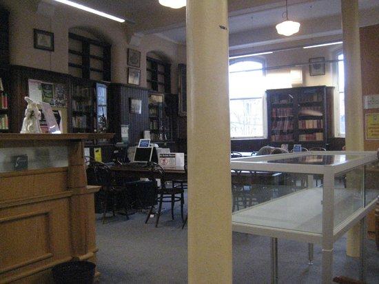 Linen Hall Library: Pillar