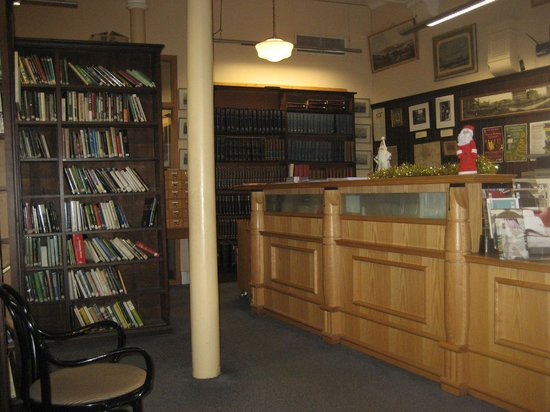 Linen Hall Library: Counter