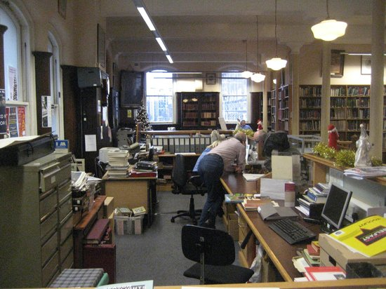 Linen Hall Library: Helpful staff