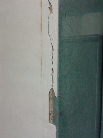 Bonciani Hotel: Muri scrostati...