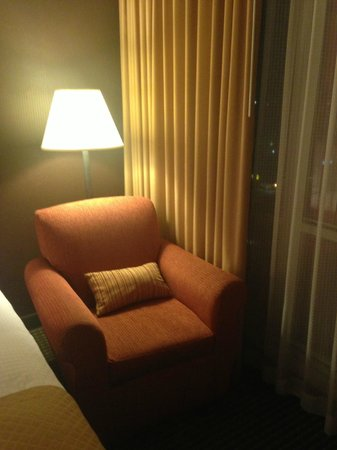Doubletree by Hilton Dallas Market Center: Armchair is nice, squeezed in corner.   Seating is only adequate for 1-2 people.