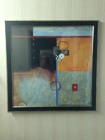 Doubletree by Hilton Dallas Market Center: Nice artwork in the room adds to a pleasant experience
