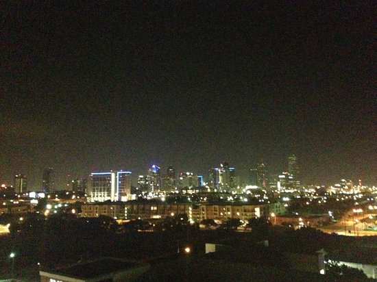 Doubletree by Hilton Dallas Market Center : Nice view of balcony at night