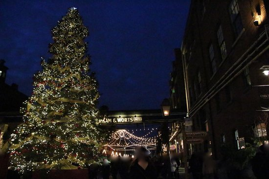 Distillery Historic District: Christmas Market
