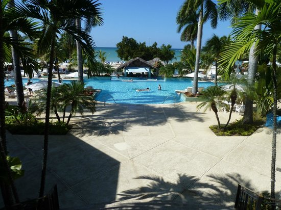 Couples Negril : Pool area