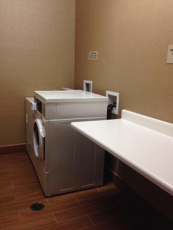 SpringHill Suites Nashville MetroCenter: Laundry room