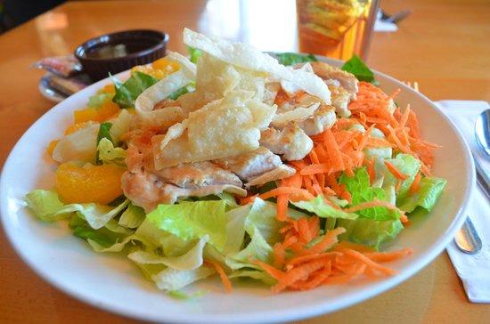 Midtown Cafe & Dessertery: Asian Chicken Salad