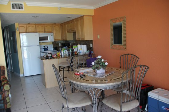 South Beach Condo/Hotel: kitchen and dining area