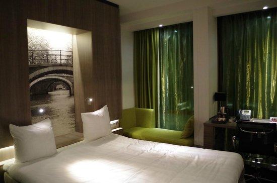 Ramada Apollo Amsterdam Centre : The room