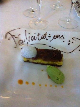 Le Pavillon des Boulevards : Chocolat fourré fruits exotiques et sa glace mijoto