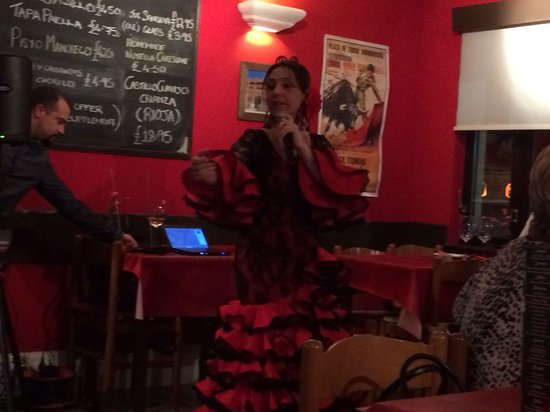 Casa Ole: Flamenco dancer