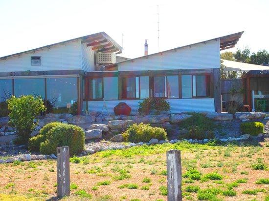 Marion Bay Motel: Tavern next door