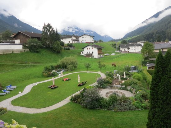 Auenhof Familien & Vitalhotel: View from the room on the valley
