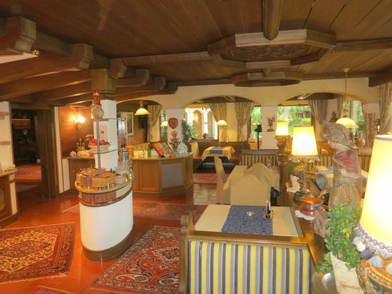 Auenhof Familien & Vitalhotel : Restaurant and breakfast room