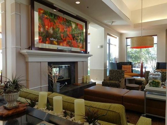 Hilton Garden Inn Fort Worth/Fossil Creek : lobby sitting area