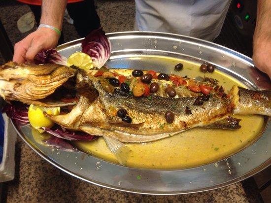 ristorante Oltremare: Pesce fresco al forno.